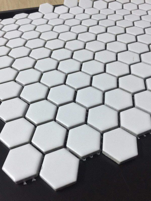gach mosaic trang tri mau trang