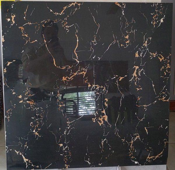 Gạch Lát Nền 80×80 Màu Đen Vân Tia Sét Vàng Men Kim Cương Vitto 4005
