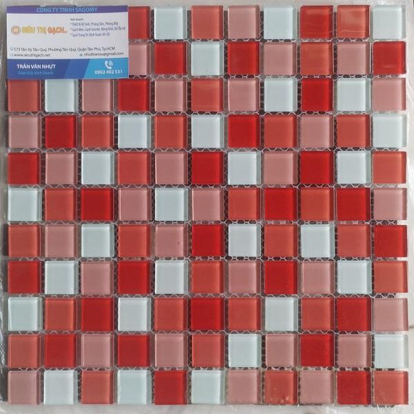 gach mosaic thuy tinh mau do mau hong mau trang