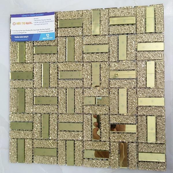gach mosaic kieng mau vang thuy tinh