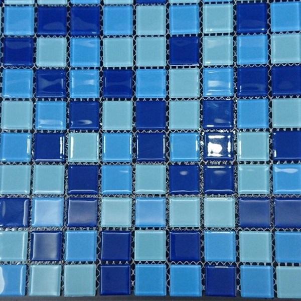 gach mosaic thuy tinh mau xanh bien