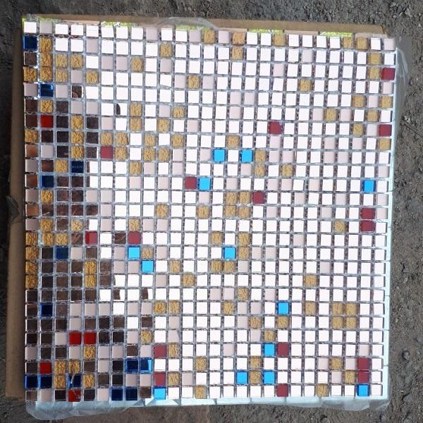 gach mosaic kinh mau hong vang