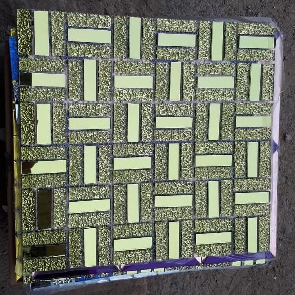 gach mosaic kinh nhu vang op tuong