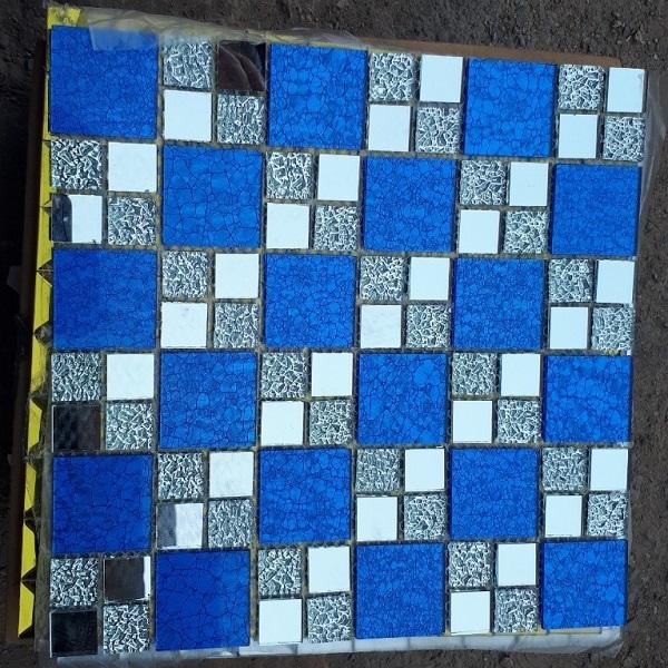 gach mosaic kinh thuy tinh mau xanh