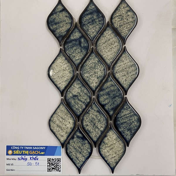 gach mosaic op tuong trang tri xanh reu