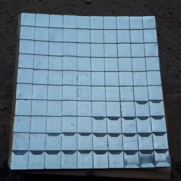 gach mosaic thuy tinh kinh mau bac op tuong