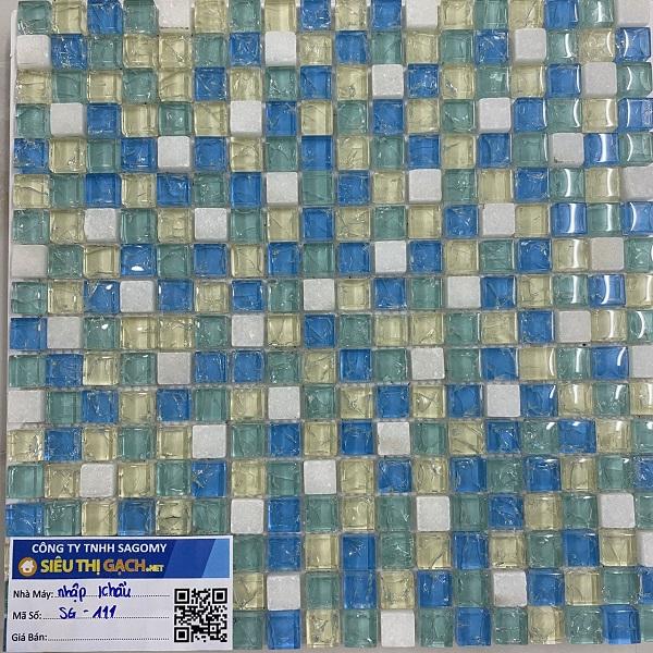 gach mosaic thuy tinh ran mau xanh mau vang mau trang