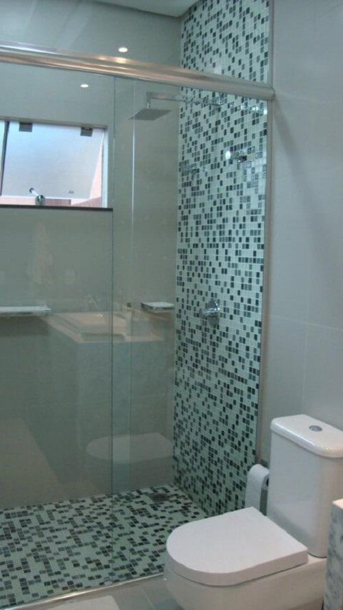 Gạch mosaic thủy tinh màu xanh cho phòng vệ sinh vẻ đẹp sang trọng