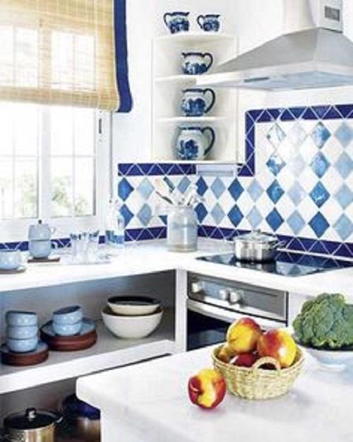 Căn bếp đẹp ấn tượng với gạch bông ốp bếp màu xanh nhạt