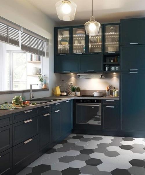 Trong thiết kế này, gạch lục giác màu đen được sử dụng để lát nền bếp, rất hiện đại và thẩm mỹ