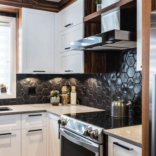 Gạch lục giác màu đen ốp bếp chính là sự lựa chọn hoàn hảo