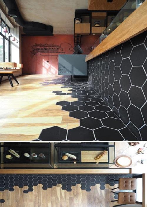 Gạch lục giác màu đen cho khu vực nền nhà của quán cà phê là một gợi ý không tồi
