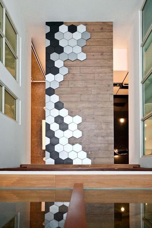 Gạch lục giác màu đen tạo kiểu cách cho môt góc quán