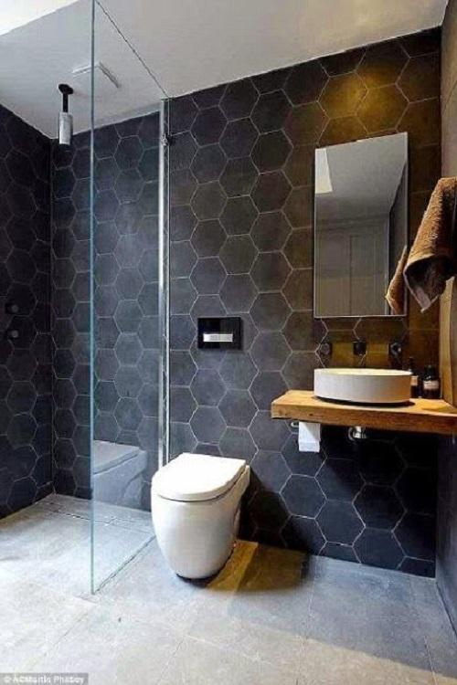 Gạch lục giác màu đen cho phòng vệ sinh mang lại hiệu ứng cực kỳ ấn tượng