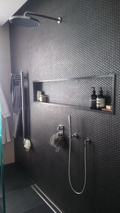 Gạch lục giác màu đen cho phòng vệ sinh trang trí dễ dàng