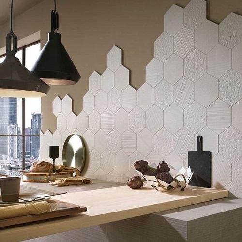 Gạch lục giác màu trắng cho quán cà phê chính là chi tiết giúp hoàn thiện vẻ đẹp của quán này