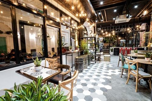 Gạch lục giác màu xám cho quán cà phê  giúp cho việc vệ sinh, lau chùi dễ dàng, đơn giản hơn