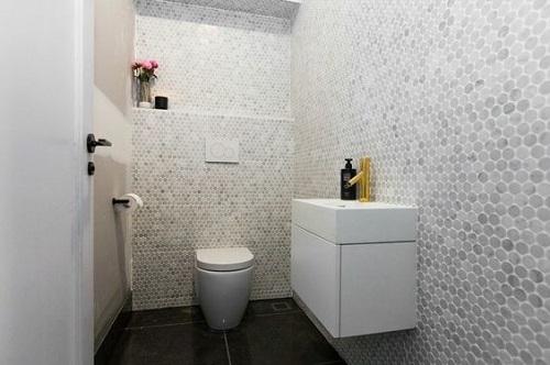 Chất liệu đá ốp tường không những làm tăng độ bền chắc cho ngôi nhà, mà còn phủ lên không gian một nét đẹp hoài cổ, sang trọng.