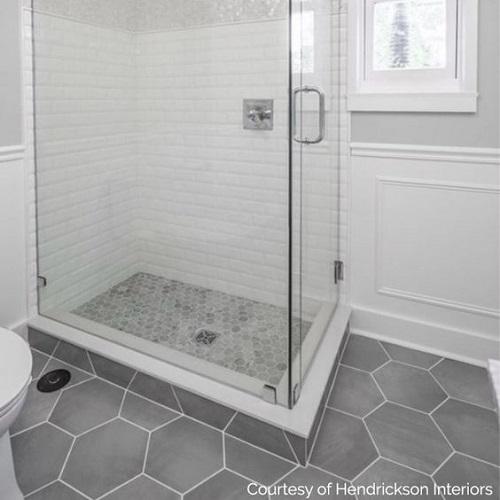 Gạch lục giác màu xám cho phòng vệ sinh đơn giản nhưng tinh khôi