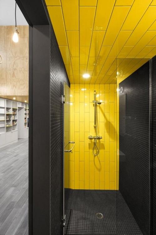 Sự kết hợp với tông đen cho không gian phòng tắm gia đình trở nên ấn tượng hơn
