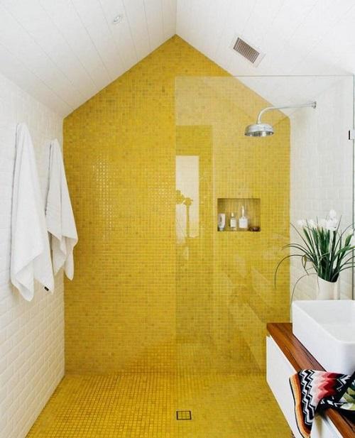 Gạch thẻ màu vàng kết hợp với gạch thẻ màu trắng cho một không gian thanh lịch
