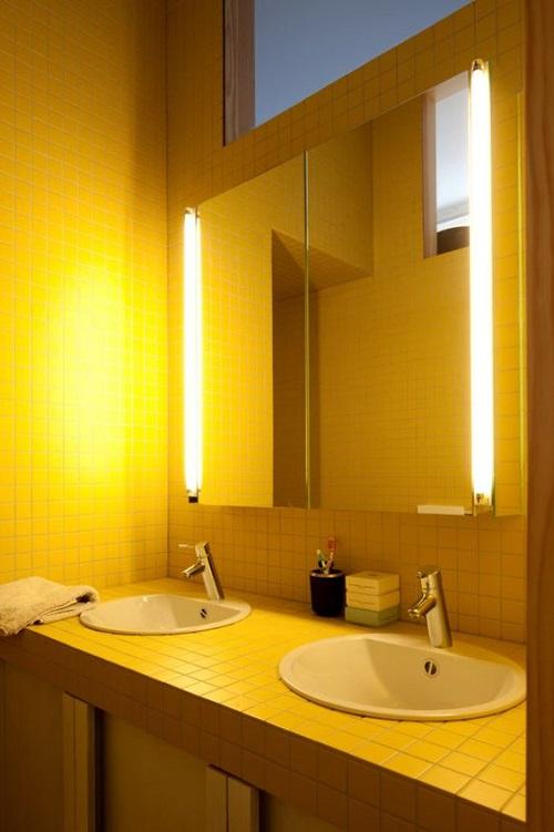 Bộ gạch lát tường này có độ bóng cao, vừa giúp bắt sáng tốt, lại vệ sinh lau chùi rất dễ dàng