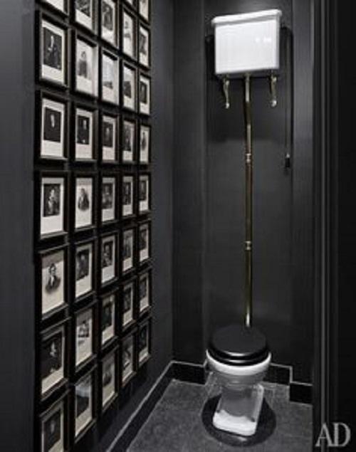 Gạch ốp phòng vệ sinh thêm ảnh kết hợp cùng bệt màu trắng nắp đen .