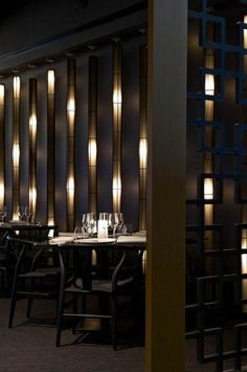 Kết hợp với ánh sáng độc đáo tạo nên sự thu hút cho quán cafe