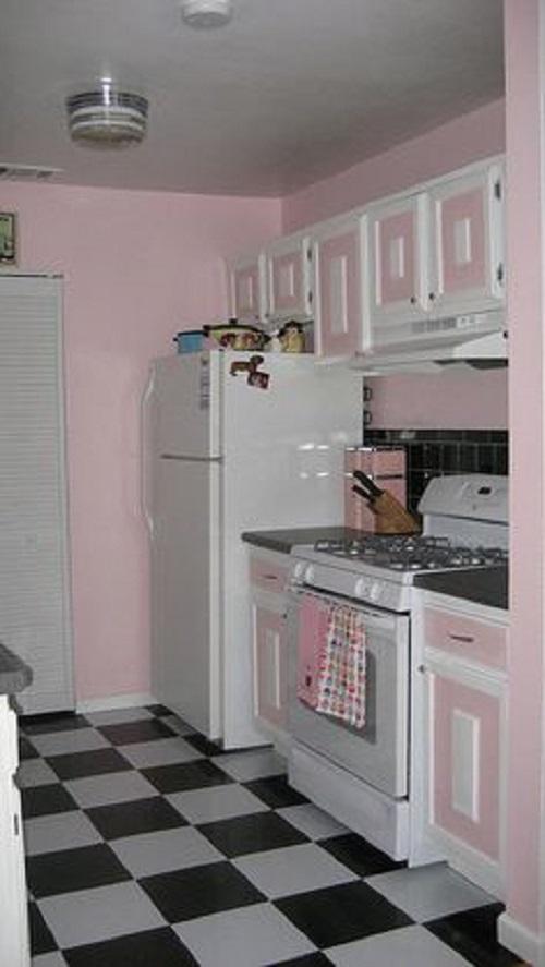 Gạch thẻ màu hồng kết hợp với nền trắng đen