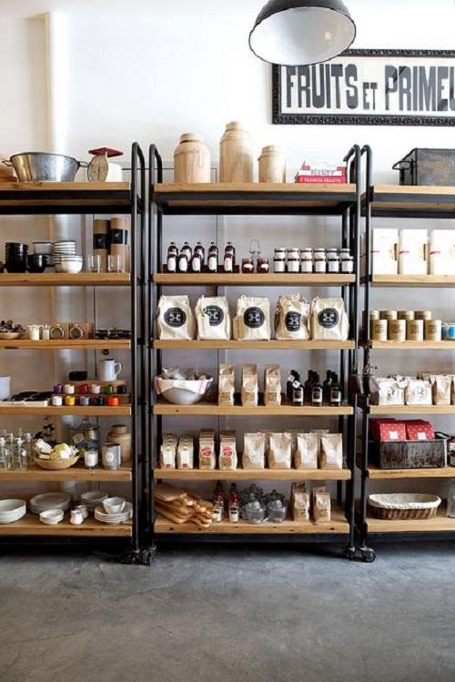 Sự kết hợp giữa 2 gam màu đen trắng đơn giản vẫn tạo nên sự thu hút cho quán cafe