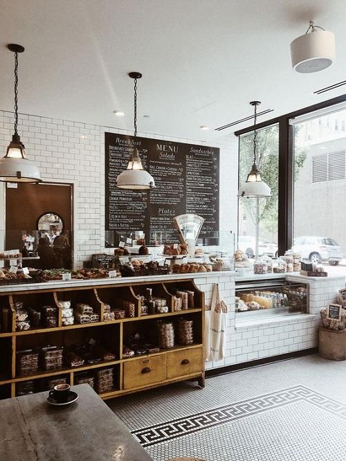 Dùng gạch thẻ màu trắng ốp tường quán cafe luôn là một sự lựa chọn tuyệt vời