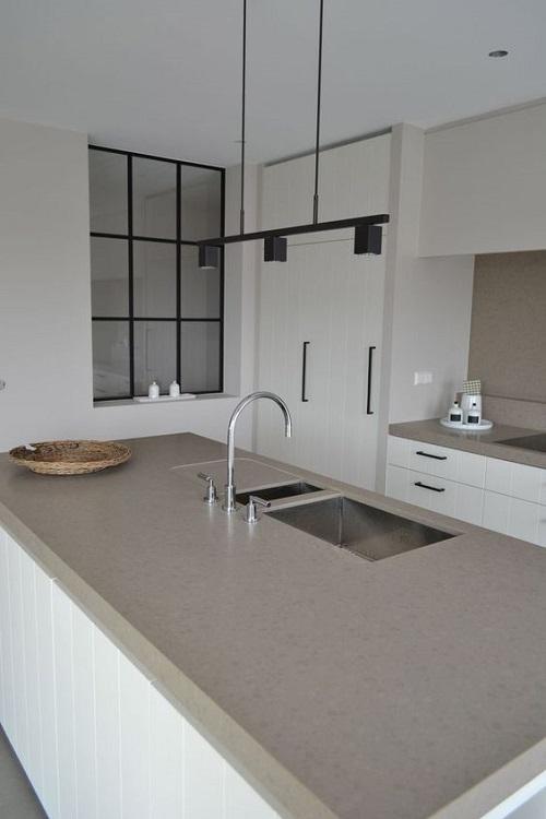 Gạch ốp tường bếp màu trắng rất được ưa chuộng hiện nay