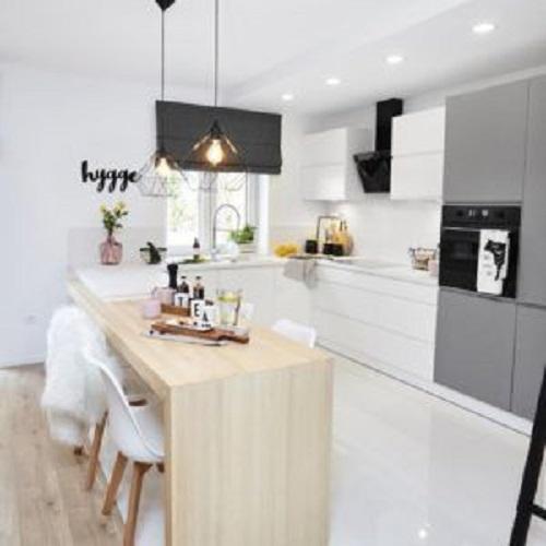Phòng bếp dùng gạch thẻ ốp tường màu trắng