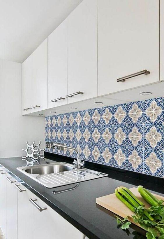 Gạch bông vân cổ điển cho phòng bếp vẻ đẹp gần gũi