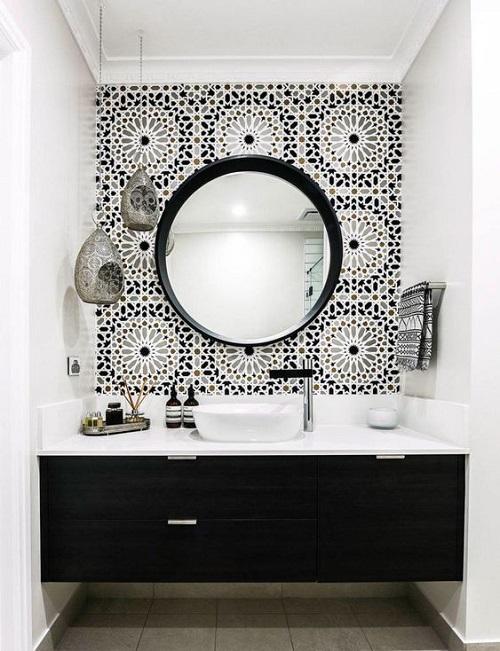 Trang trí bằng gạch bông cổ điển cho phòng vệ sinh dễ lau dọn