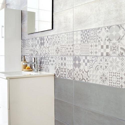 Trang trí bằng gạch bông cổ điển cho phòng vệ sinh sạch sẽ