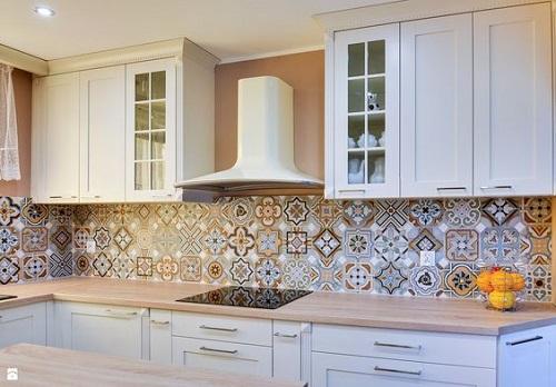 Trang trí bằng gạch bông cổ điển cho bếp dễ dọn dẹp