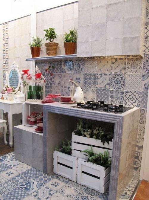 Trang trí bằng gạch bông cổ điển cho bếp dễ vệ sinh
