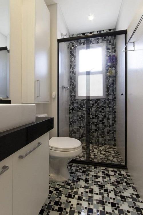Với Gạch mosaic thủy tinh màu xám cho WC trông ấn tượng hơn