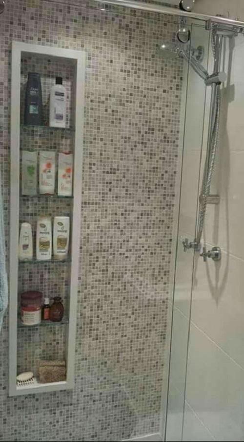 Gạch mosaic thủy tinh màu xám mang đến cho không gian vẻ đẹp ấm áp