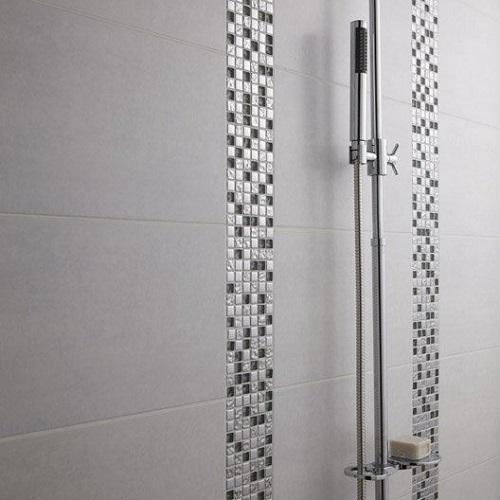 Gạch mosaic thủy tinh màu xám giúp cho việc vệ sinh đơn giản