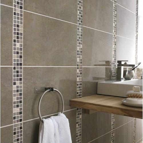 Gạch mosaic thủy tinh màu xám phòng vệ sinh sạch đẹp