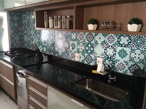 Trang trí bếp bằng gạch bông