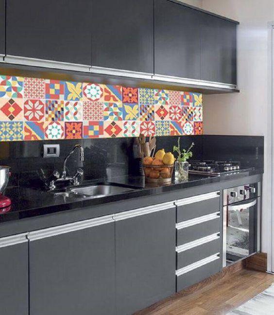 Trang trí bếp bằng gạch bông cổ điển