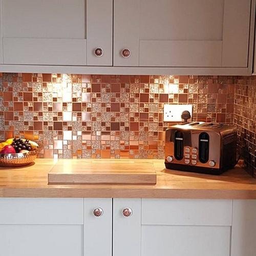 Gạch mosaic thủy tinh màu vàng cho bếp đầy cá tính