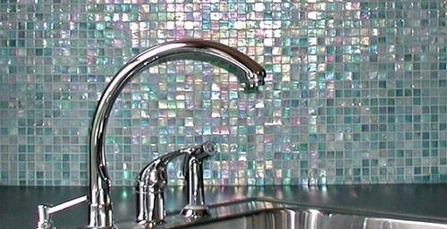 Gạch mosaic màu xanh cho phòng bếp thu hút