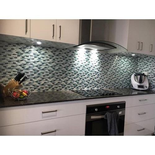 Gạch mosaic màu xanh cho phòng bếp chính là sự lựa chọn hoàn hảo