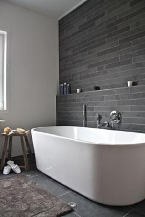 Gạch thẻ màu xám giúp tăng thêm nét nổi trội cho phòng vệ sinh