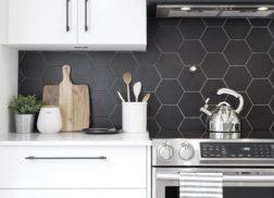 Gạch lục giác màu đen cho phòng bếp thoáng mát