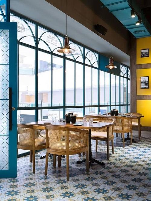 Trang trí bằng gạch bông cổ điển cho quán cà phê thân thiện